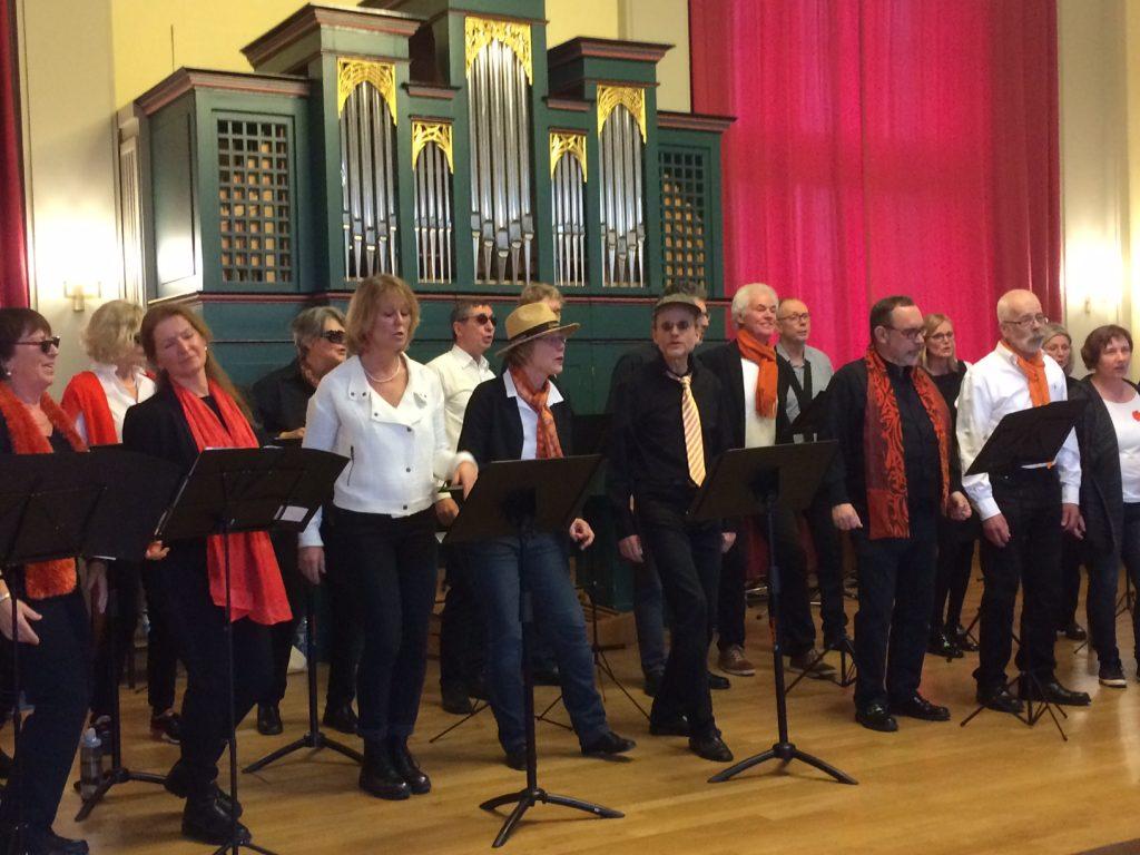 Chor DreiviertelAcht singt für das BellZett